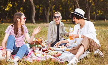 friends-having-picnic-in-the-park-summer