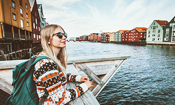 norway-trondheim-girl-sightseeing