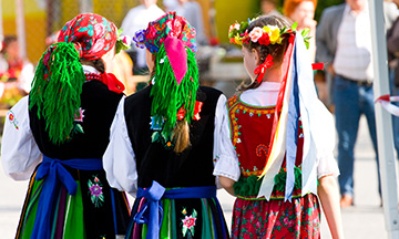 polish-folk-costumes-poland-warszaw